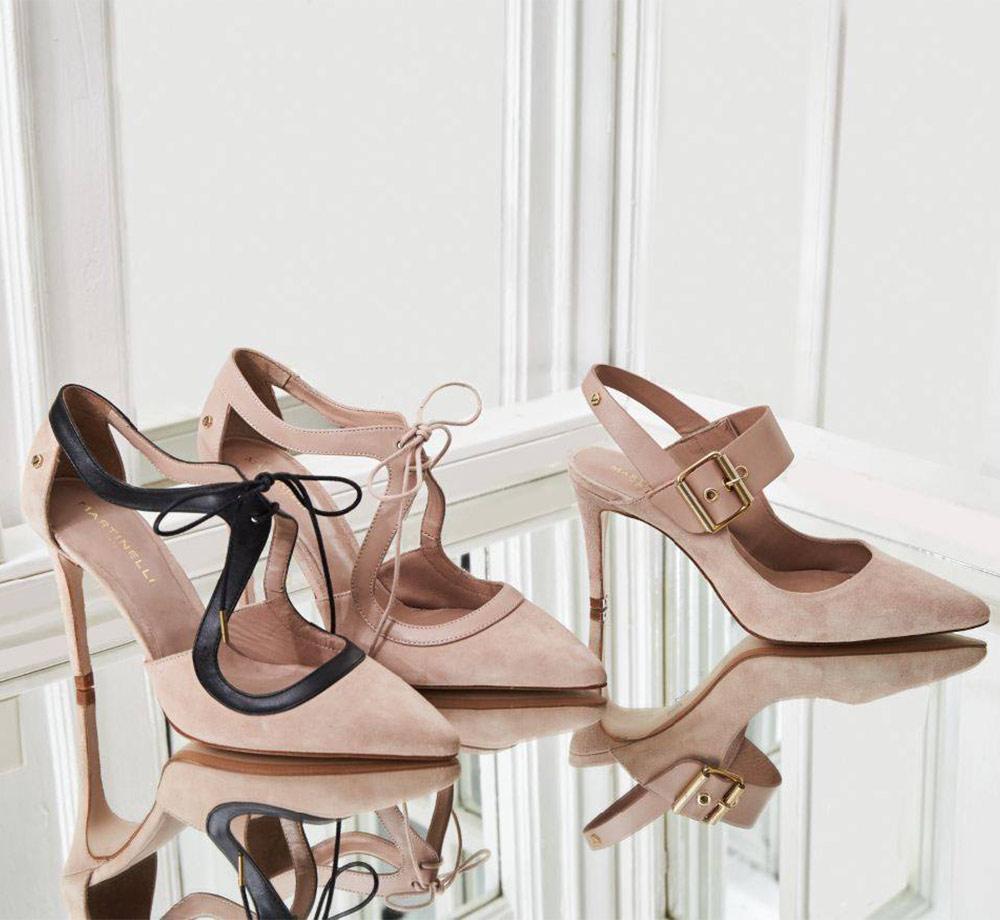 Foto de producto de dos tacones de la marca Martinelli de color rosa palo.